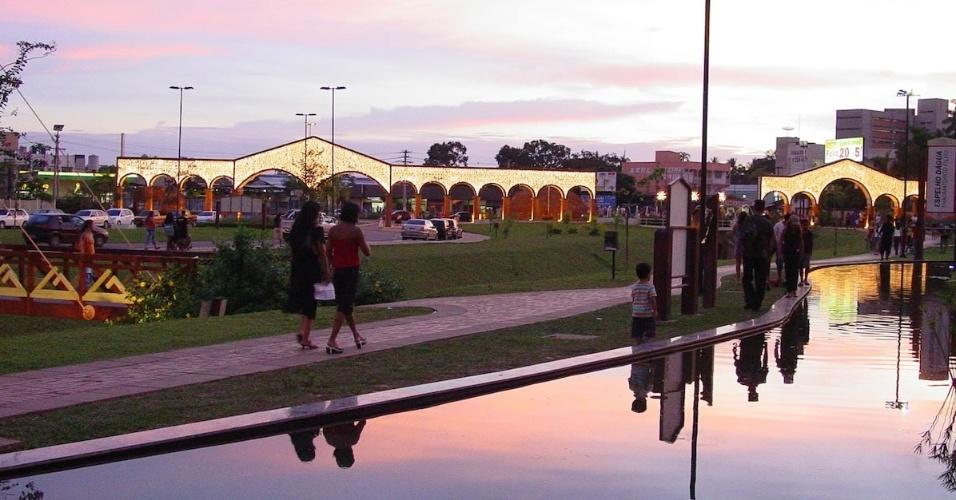 Parque da maternidade iluminado para o Natal, em Rio Branco (AC)