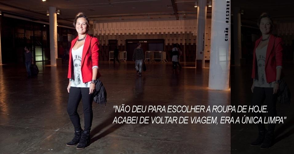 Raquel Lauterjung, 24, combinou legging Zara a camiseta Weird, blazer +1, sapato Arezzo, colar C&A e bolsa Volcom (13/06/2012)