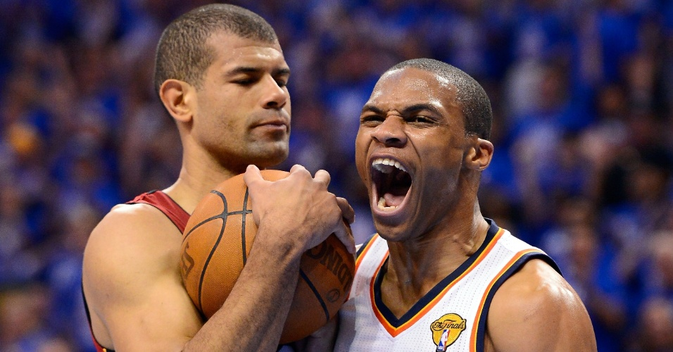 Russell Westbrook, do Oklahoma City Thunder, vibra na cara de Shane Battier, do Miami Heat