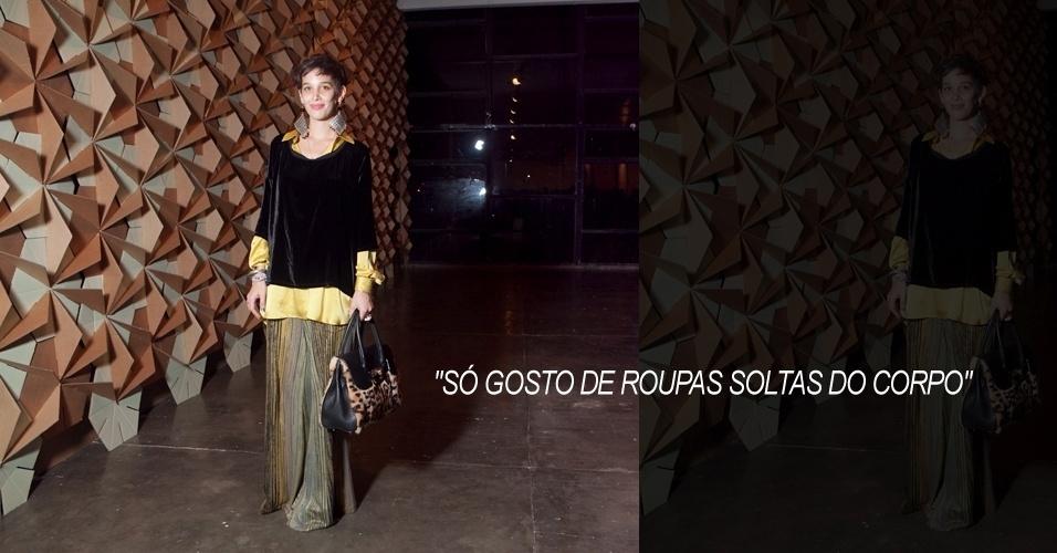 Sabrina Frederico, 21, estudante de moda, veste look total Tramando, brinco Aros e bolsa de seu acervo (13/06/2012)