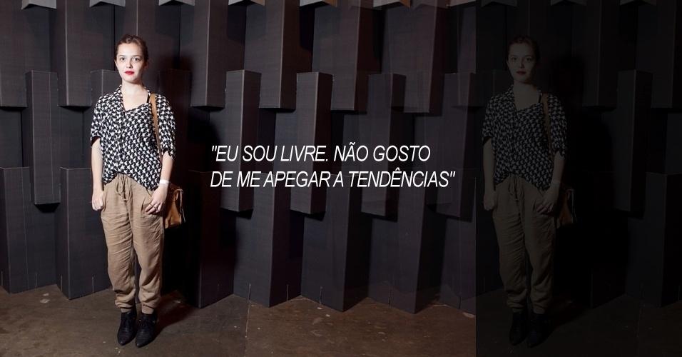 Tainá Zanholo, 19, redatora, veste blusa Topshop, calça e sapato Zara e bolsa Toque Estilo (13/06/2012)