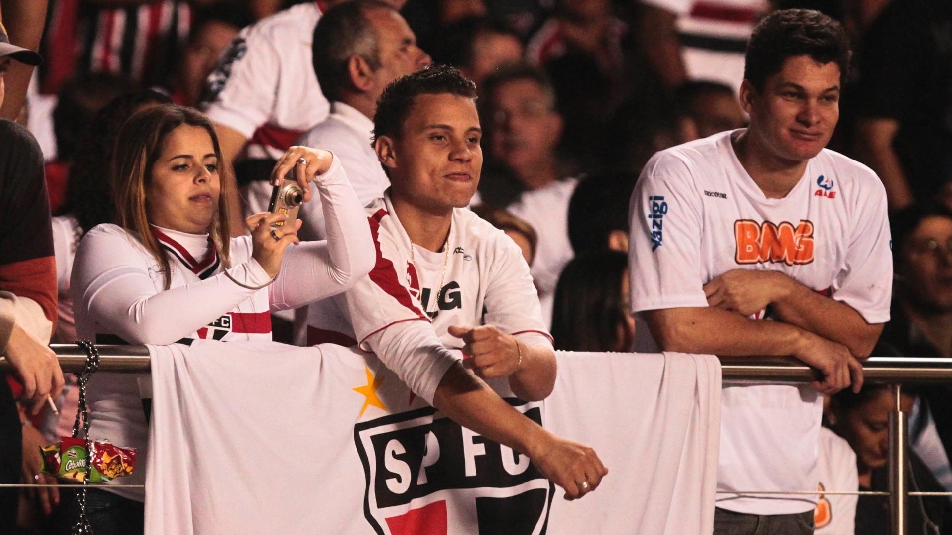 Torcedores do São Paulo levaram bandeira do clube ao Morumbi