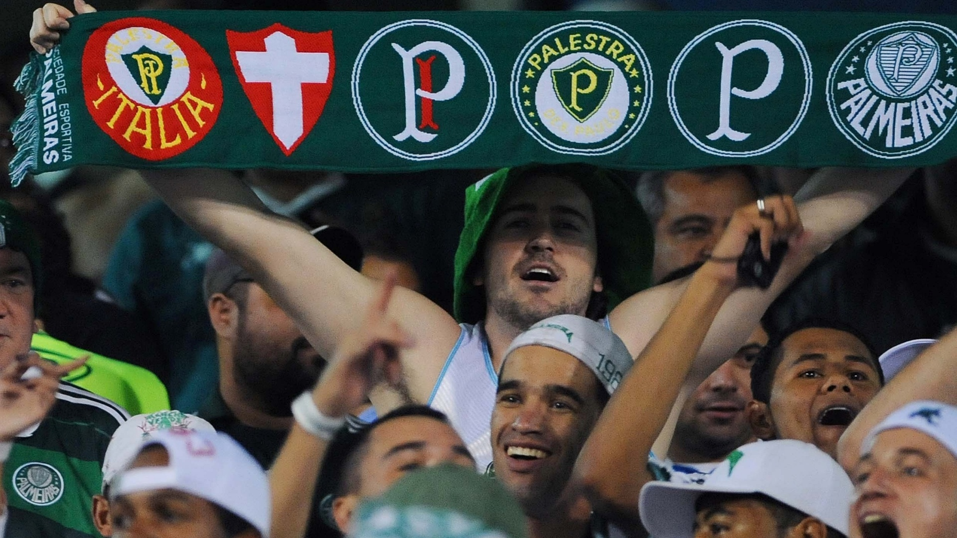 Torcida do Palmeiras marca presena no estdio Olmpico