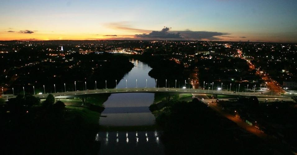 Vista aérea da quarta ponte sobre o rio Acre, em Rio Branco (AC)