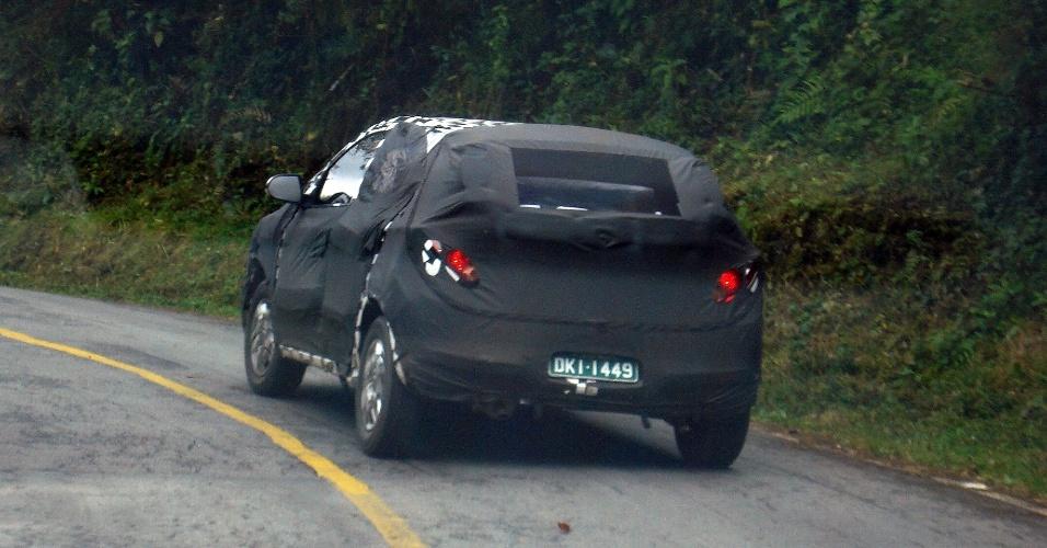 12.Jun.2012 - Além da vigia traseira mais inclinada, Ônix traz nicho para placa no para-choques, à semelhança de outros projetos locais da GM