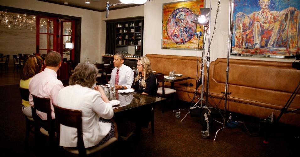 15.jun.2012 - Barack Obama participa de almoço com vencedores de um concurso