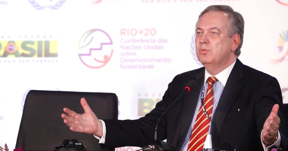 15.jun.2012 - O chefe da comiss&#227;o brasileira na Rio+20, o embaixador Luiz Alberto Figueiredo, declarou que o Brasil n&#227;o tem intesse em entregar quest&#245;es em aberto para serem discutidas na reuni&#227;o de c&#250;pula da Confer&#234;ncia. Segundo ele, o atraso nas negocia&#231;&#245;es &#233; &#34;normal&#34; em confer&#234;ncias desse tipo