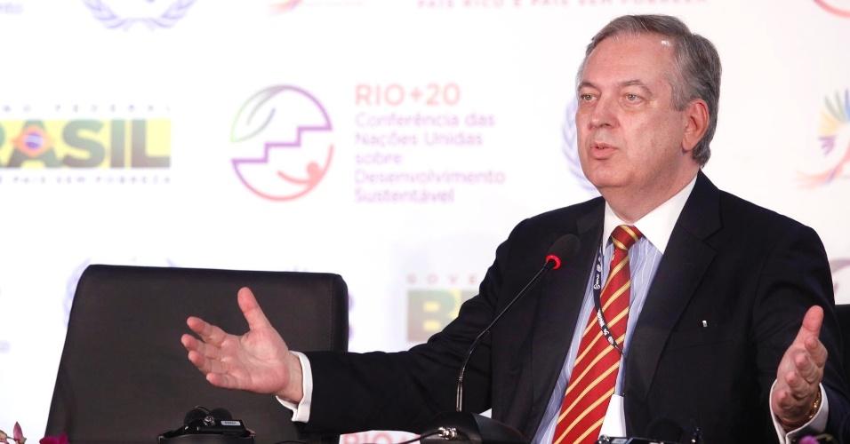 """15.jun.2012 - O chefe da comissão brasileira na Rio+20, o embaixador Luiz Alberto Figueiredo, declarou que o Brasil não tem intesse em entregar questões em aberto para serem discutidas na reunião de cúpula da Conferência. Segundo ele, o atraso nas negociações é """"normal"""" em conferências desse tipo"""
