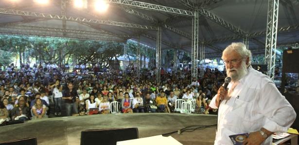 O teólogo Leonardo Boff discursa em plenária da Carta da Terra durante a Cúpula dos Povos, na Rio+20