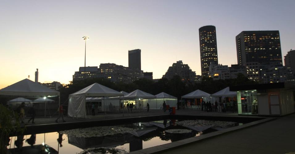 15.jun.2012 - Pôr do sol na Cúpula dos Povos, evento paralelo da Rio+20, Conferência da ONU sobre Desenvolvimento Sustentável