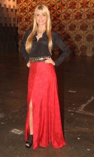 A modelo Caroline Bittencourt conferiu os desfiles do quarto dia da SPFW  (14/6/12)