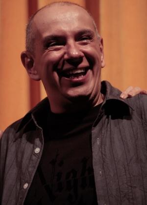 Criador do texto, Maurício Guilherme diz que a história surgiu primeiro em forma de contos para depois ganhar forma de espetáculo inspirado no cinema