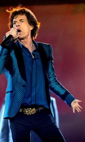 Criar mãozinha menor - O ''One Tiny Hand'' é um Tumblr que publica fotos de celebridades alterando as imagens para diminuir o tamanho de uma das mãos. Ideia bizarra? Certamente... e o resultado é bem engraçado. Na foto, o cantor Mick Jagger