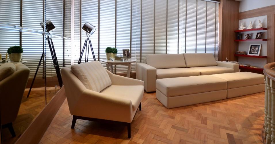 Da Contemporânea, em Porto Alegre, a poltrona Lauren tem pés de madeira e revestimento em tecido matelassê. Clássico, o móvel é um dos componentes do Estar Íntimo da Família, ambiente criado pela arquiteta Karine Queiroz para a edição 2012 da Casa Cor RS