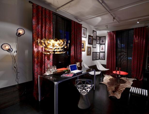 Gabinete projetado pelo designer de interiores Johnny Thomsen, homenageia o estilista Alexander McQueen