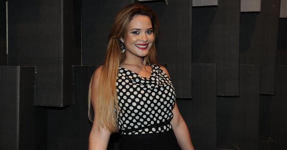 Geisy Arruda prestigiou o quinto dia de desfiles da São Paulo Fashion Week (15/6/12)