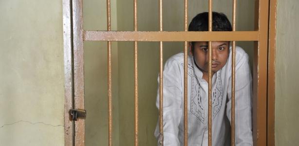 Alexander Aan foi preso por causa de mensagens que escreveu no Facebook