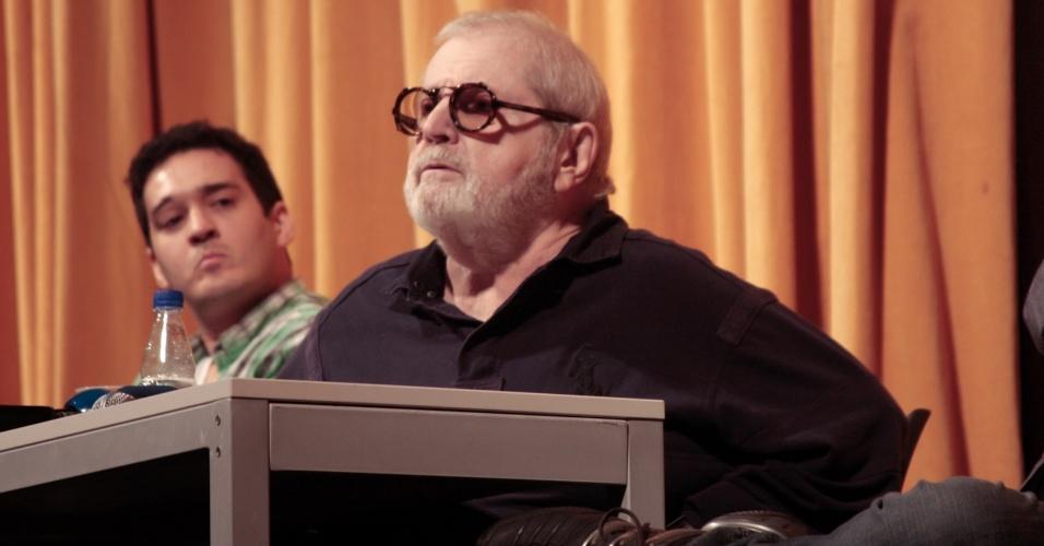 """O apresentador Jô Soares responde perguntas durante entrevista sobre peça """"Atreva-se"""", da qual é diretor, em São Paulo (15/6/12)"""