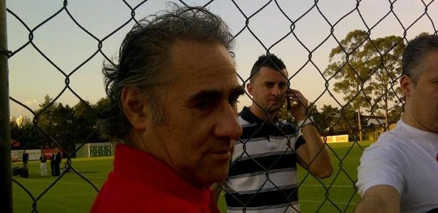Pai de Valdívia concede entrevista durante treino do Palmeiras