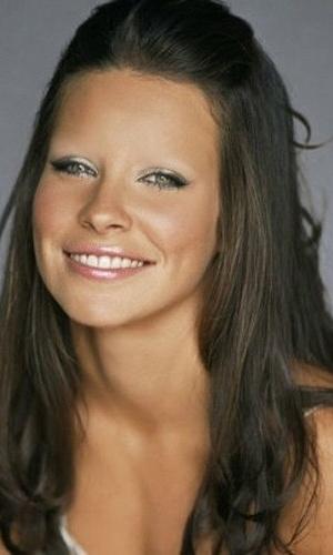 Tirar as sobrancelhas - Outro truque de Photoshop que deixa as celebridades com aparência bizarra é apagar totalmente suas sobrancelhas. Na foto, a atriz Evangeline Lilly