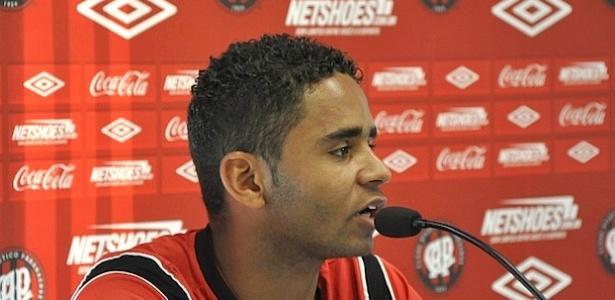 Volante Deivid, do Atlético-PR, em entrevista no CT do Caju (15/06/2012)