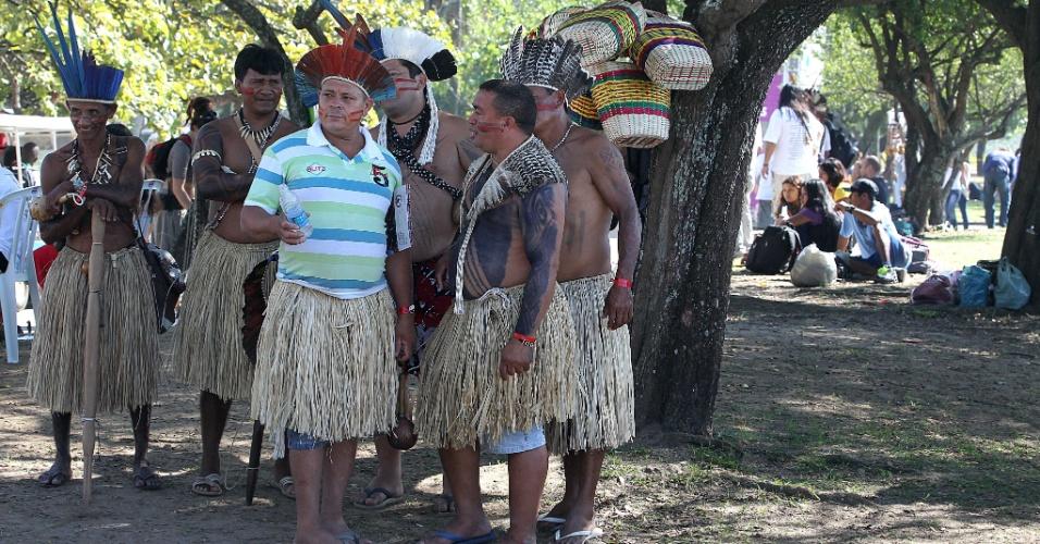 16.jun.2012 - Índios participam da Cúpula dos Povos, um dos maiores eventos paralelos da Rio+20, Conferência da ONU sobre Desenvolvimento Sustentável