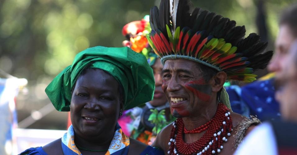 16.jun.2012 - Miscigenação cultural é uma das marcas da Cúpula dos Povos, um dos maiores eventos paralelos da Rio+20, Conferência da ONU sobre Desenvolvimento Sustentável