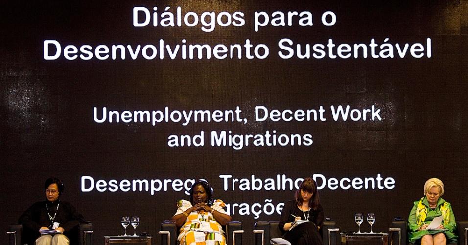 16.jun.2012 - Primeira série de Diálogos para o Desenvolvimento Sustentável tem início neste sábado (16) na Rio+20. A série é promovida pelo Governo Federal e tem como tema desemprego, trabalho decente e migrações