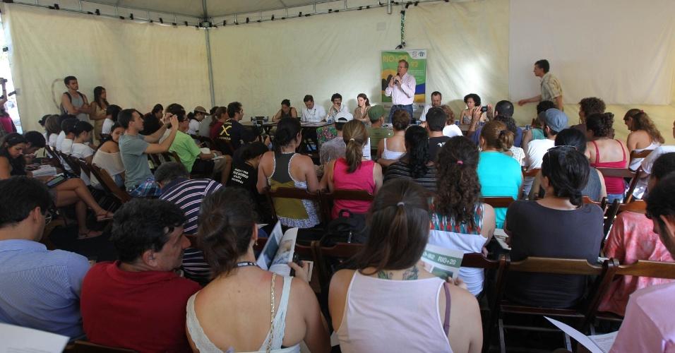 16.jun.2012 - Tenda com a plenária de Avaliação Socioambiental nos últimos 20 anos