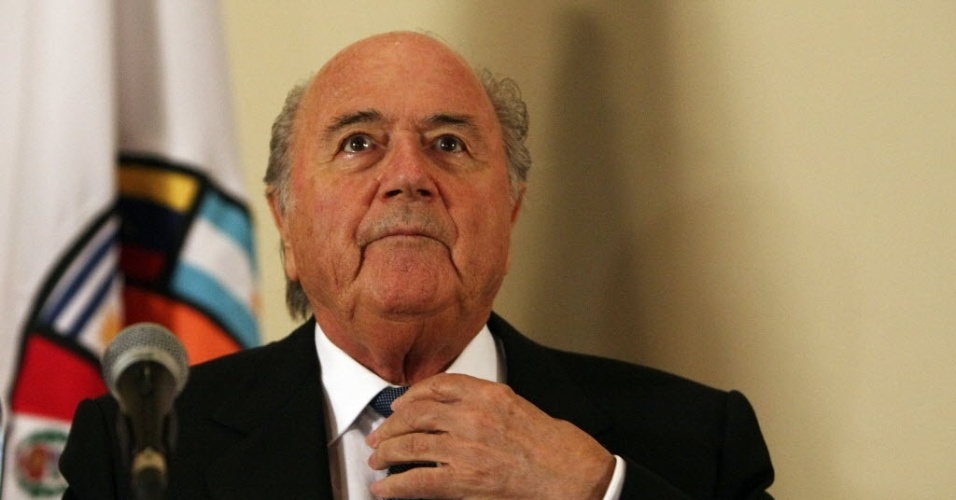 Joseph Blatter participa de evento em homenagem aos 50 anos da Copa do Mundo no Chile