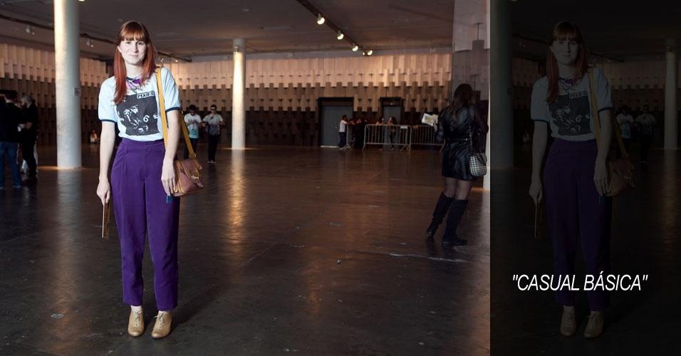 Nayana Fernandes, 27, produtora de moda, camiseta comprada na Galeria do Rock, calça Maria Garcia, sapato Luiza Barcelos, bolsa Labiata e colar da feirinha da praça Benedito Calixto, na zona oeste de São Paulo (16/06/2012)