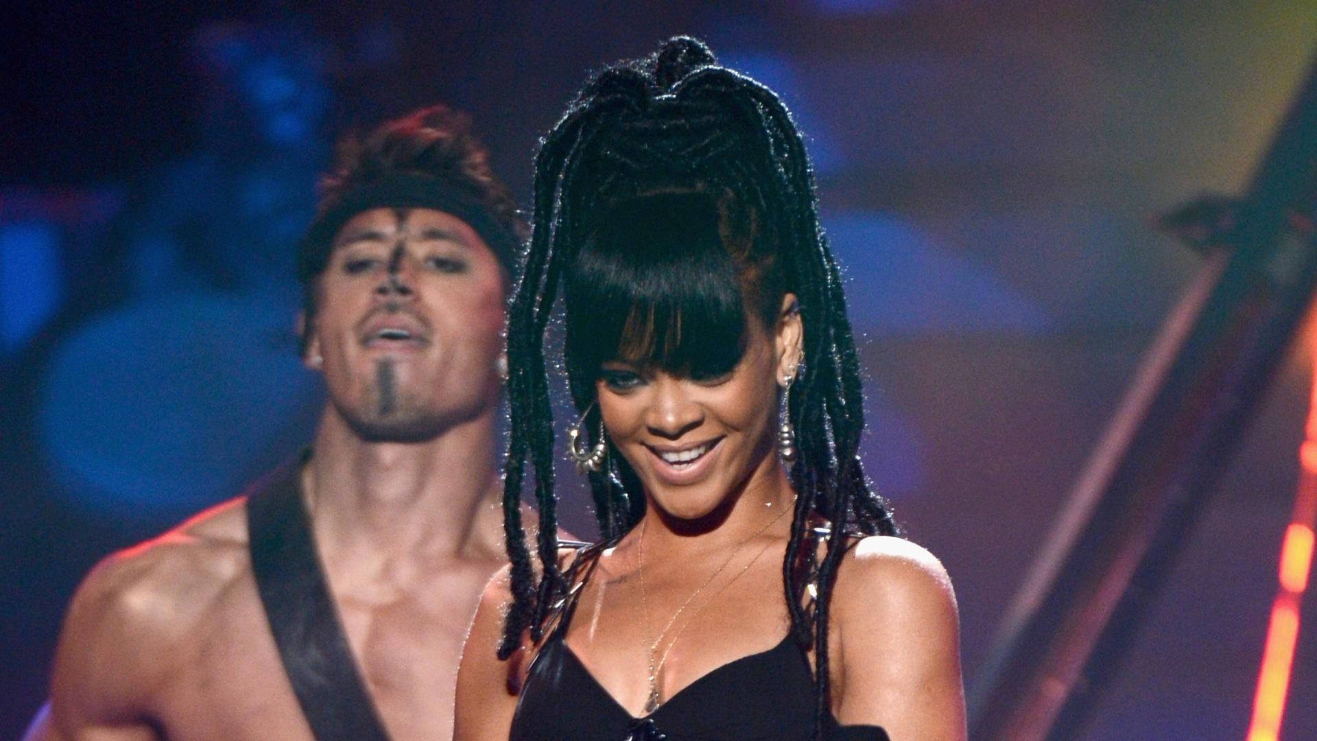 Rihanna se apresenta na final do programa