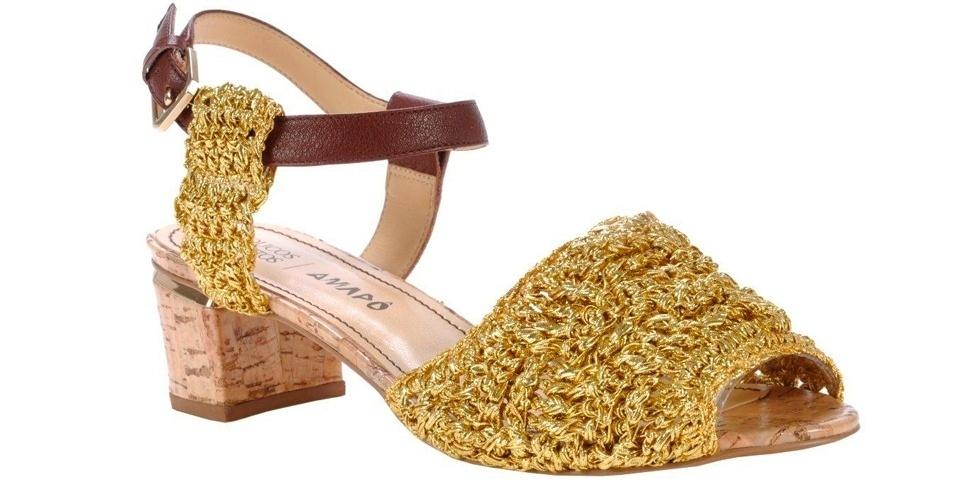 A Amapô, em parceria com a Loucos & Santos, criou um sapato com aparência artesanal e salto grosso baixo