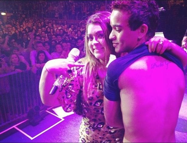 """A cantora Preta Gil mostra a tatuagem que um fã tem nas costas. """"Mateus, que amor, tem meu nome tatuado nas costas! Lindo"""", escreveu ela ao publicar a imagem no Twitter (17/6/12). O show onde ela encontrou o fã foi em Santo Antônio de Pádua, RIo de Janeiro"""