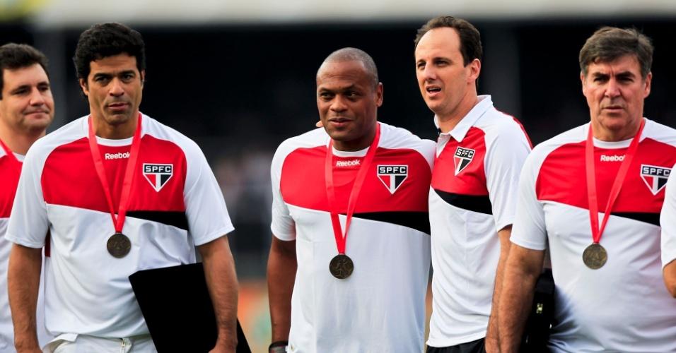 Campeões da Libertadores pelo São Paulo em 1992 recebem homenagem antes da partida contra o Atlético-MG