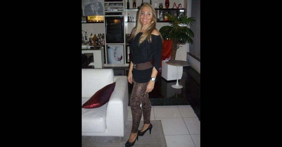 18.jun.2012 - Foto mostra Angelina Filgueiras dos Santos, 42, que morreu baleada na madrugada de sábado (16) durante briga em Niterói, no Rio de Janeiro. Angelina é irmã da modelo Ângela Bismarchi, que está confinada na casa do reality show
