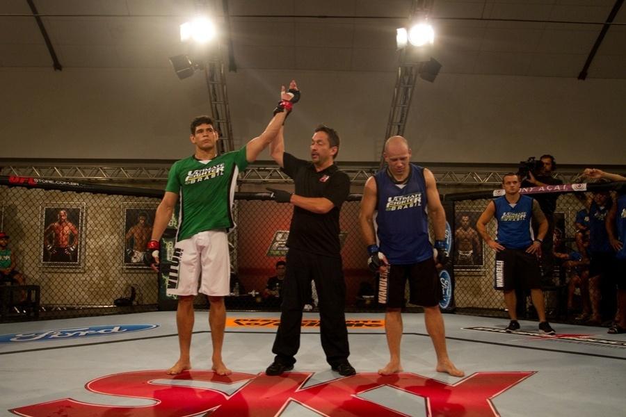 Cezar Mutante é anunciado vencedor na semifinal do TUF Brasil, após nocautear Bodão