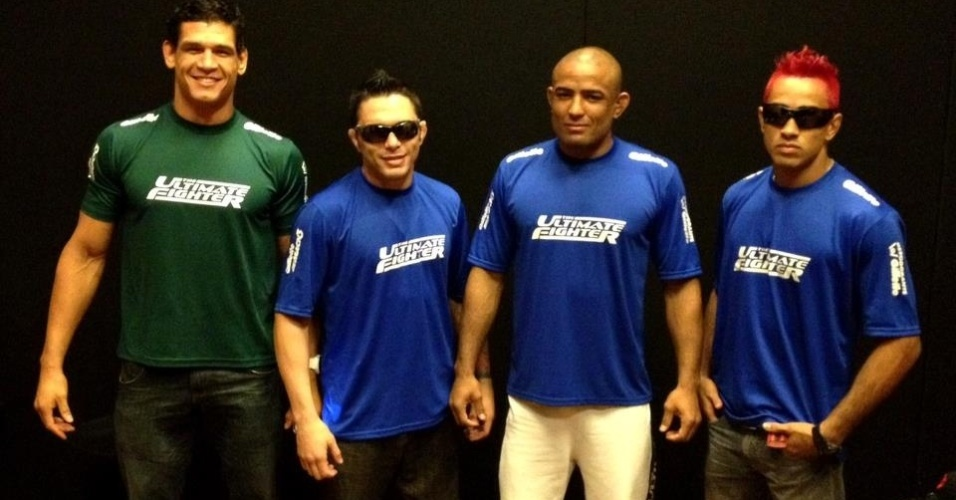 Finalistas do TUF Brasil se renem antes da deciso no UFC 147: Cezar Mutante, Rony Jason, Serginho e Pepey