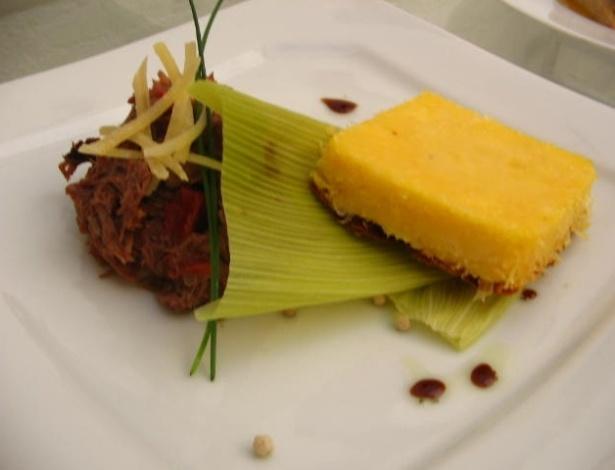 Guisado de carne seca com polenta do buffet Patê Maison (www.patemaison.com.br)