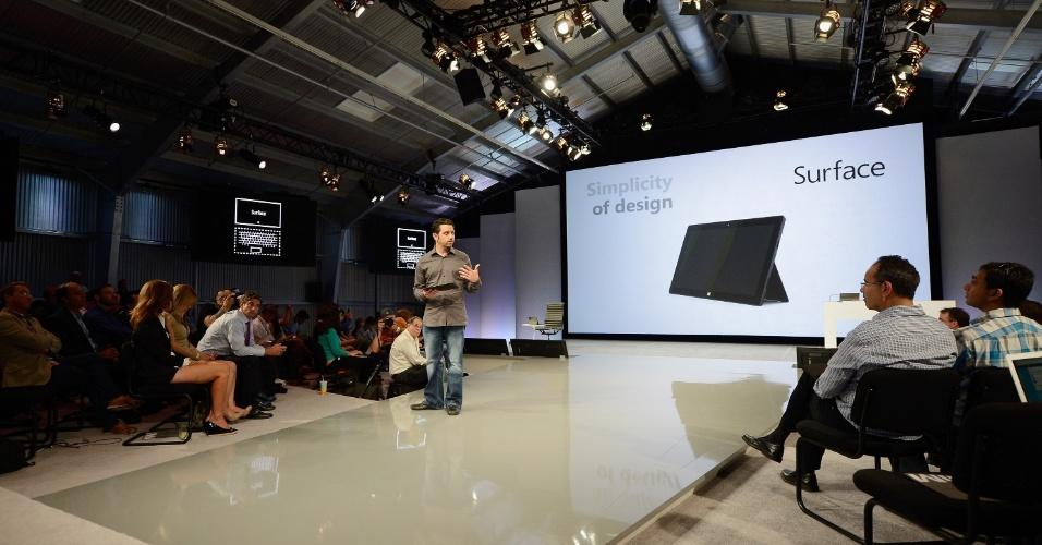 Microsoft demonstra funcionalidades do tablet Surface durante evento realizado em Los Angeles (Califórnia)