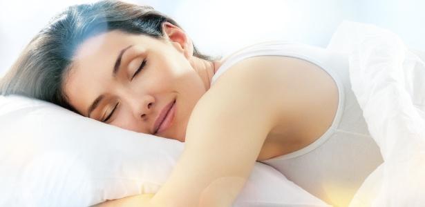 É durante o sono que o organismo absorve melhor as propriedades antienvelhecimento presentes nos cremes faciais