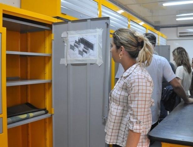 Professores e técnicos do IFTO (Instituto Federal do Tocantins) no caminhão laboratório