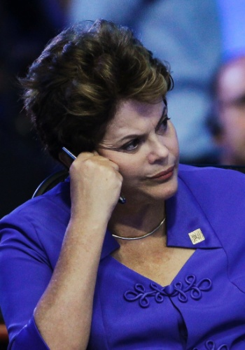 19.jun.2012 - A presidente Dilma Rousseff aguarda o in&#237;cio da reuni&#227;o do G20, em Los Cabos, no M&#233;xico