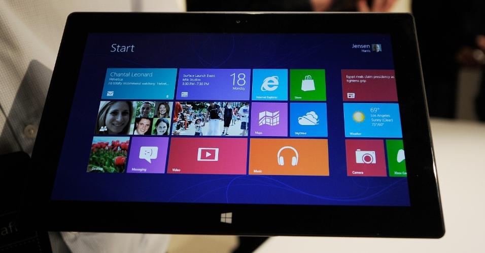 Apesar do clima de mistério que a Microsoft pretendeu criar em torno do lançamento do Surface (foto), tablet da companhia que deve rivalizar com o iPad, essa não é a primeira iniciativa da empresa no mercado de ultraportáteis