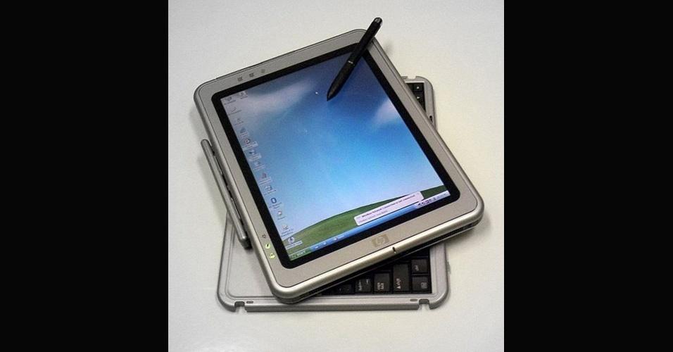 Em 2002, a Microsoft lançou o Windows XP para Tablet PC. Fabricantes como HP (foto), Samsung, Toshiba e Acer produziram alguns desses dispositivos móveis com o sistema da Microsoft