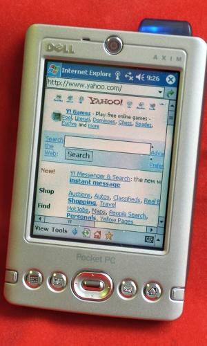 Em 2003, alguns modelos de Pocket PC, como o Dell Axim, que usavam sistema operacional da Microsoft, surgiram no mercado