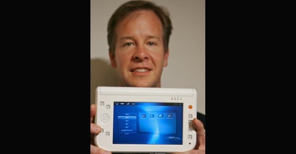 Em 2006, a companhia japonesa PBJ lançou o UMPC Smart Caddie. Ele tinha tela de 7 polegadas, processador Via C7M de 1 GHz, Wi-Fi e pouco menos de 3 horas de autonomia de bateria