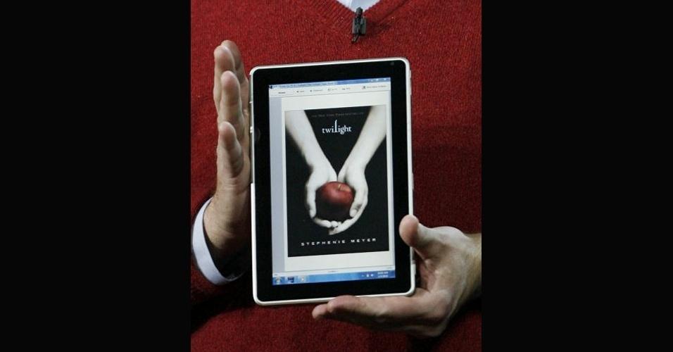 Em 2010, antes mesmo de a Apple lançar o primeiro modelo de iPad no mercado, a Microsoft mostrou um tablet da HP com o sistema operacional  Windows 7
