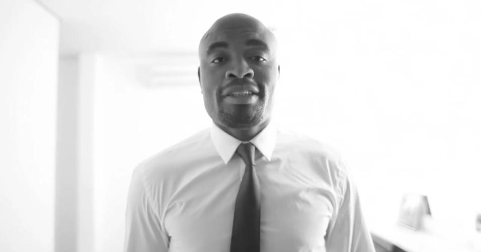 Em vídeo-blog, um engravatado Anderson Silva discursa à la Capitão Nascimento