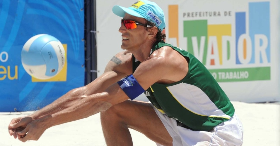 Emanuel disputa jogo do Circuito Nacional de v&#244;lei de praia